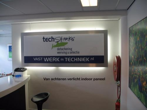 Pag 18 - indoor verlicht paneel Tech Sharks