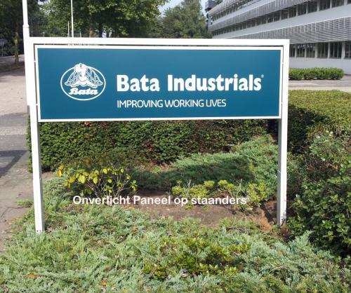 Pag 25 - onverlicht paneel op staanders Bata