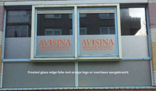 Pag 27 - frosted edge glass folie raambelettering 3