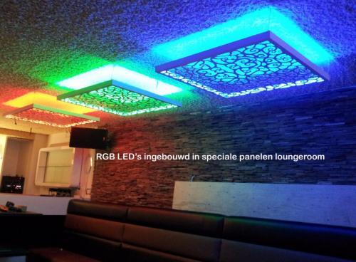 pag 34 - RGB LED's ingebouwd voor Loungeroom